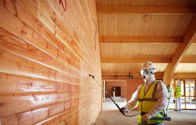 Zabezpieczenia przeciwpożarowe w budownictwie - impregnacja drewna