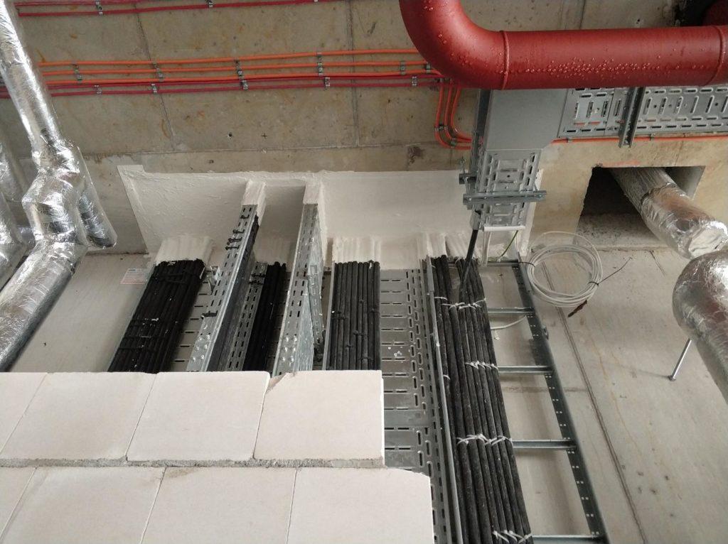 szacht kablowy zabezpieczony w stropie za pomocą Promastop Coating E.