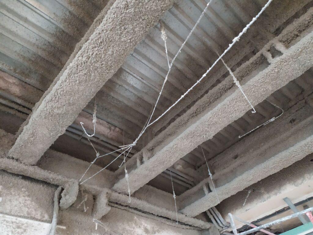 Zabezpieczenie ogniochronne wzmocnień słupów żelbetowych oraz konstrukcji nośnej stropu