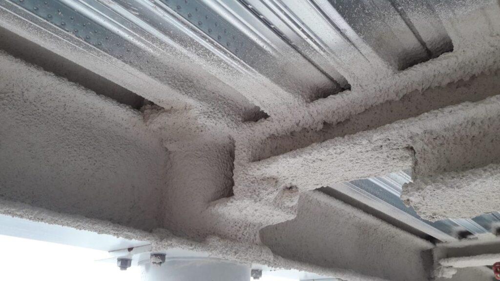 Stal podlegająca zabezpieczeniu to ponad 8000 mkw powierzchni w rozwinięciu na której został wykonany natrysk ogniochronny